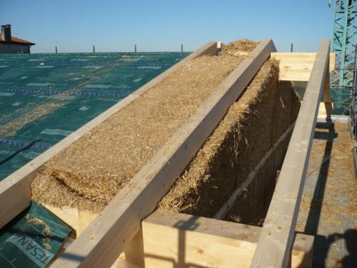 Le case di paglia costruzione ed informazioni ogigia for Piani di casa di balle di paglia di struttura in legno